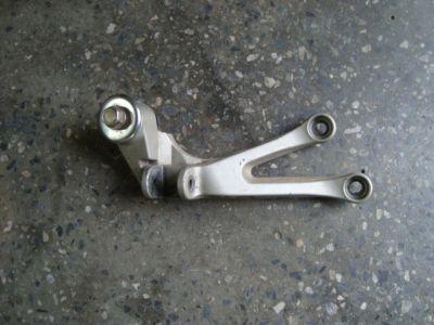 Кронштейн задней правой подножки для мотоцикла Kawasaki ZX9R 98-99
