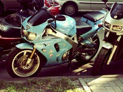Мотоцикл на запчасти целый Honda CBR 900 RR 1995