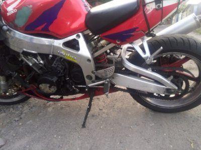Мотоцикл на запчасти в хорошем состоянии Honda CBR919 RR 1998-1999