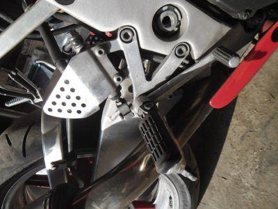 Правый кронштейн в сборе Honda CBR919 RR 1998-1999