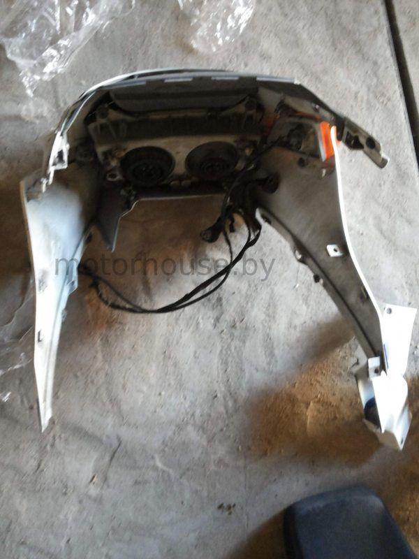 Передний обтекатель и фара Honda CBR 1000 F 1990