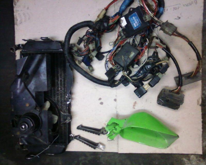 Радиатор электрика Yamaha FZ 400R 1987